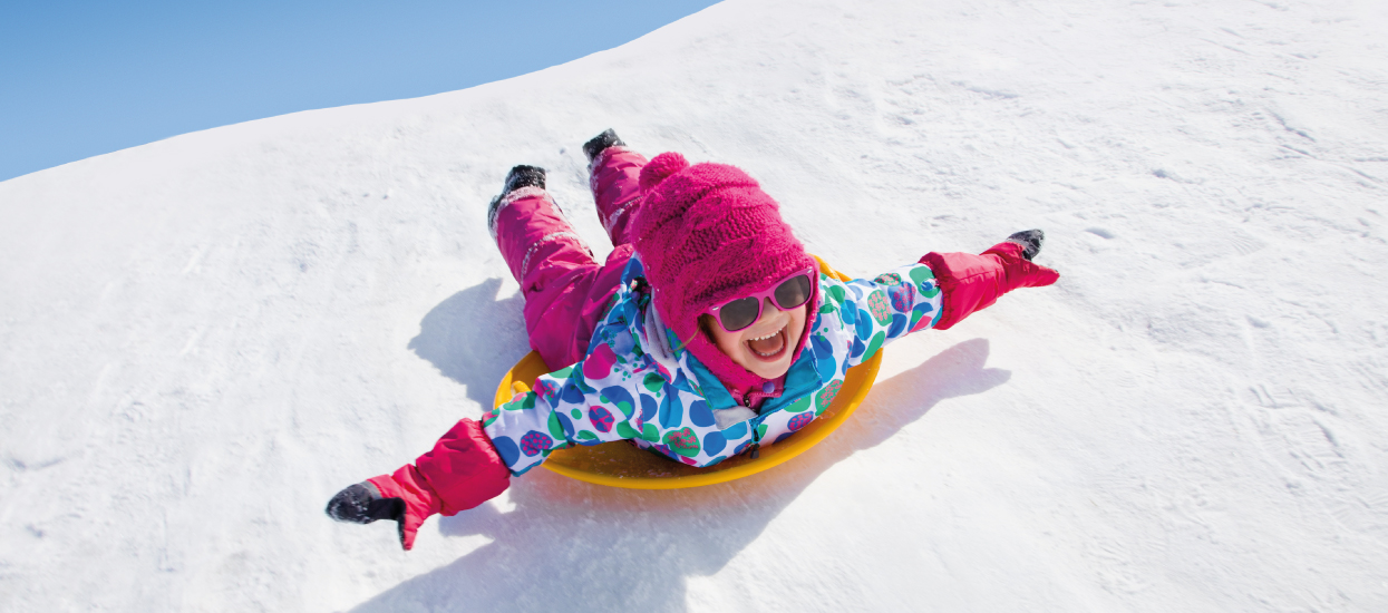 preventan zima boby sníh holčička